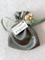 """Afbeeldingen van Satijnen zakje """"olive"""""""